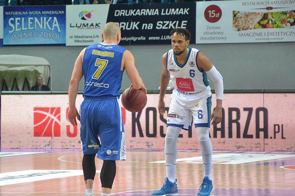 Krzysztof Szubarga (asseco Gdynia) vs. Ivan Almeida (Anwil Włocławek)